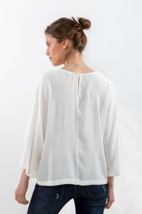 REMERON-CON-MANGAS-¾-ABIERTAS-CREPPE-OFF-WHITE